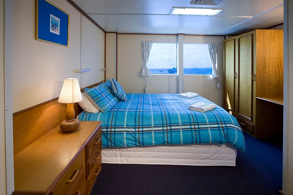 reef encounter double bed stateroom